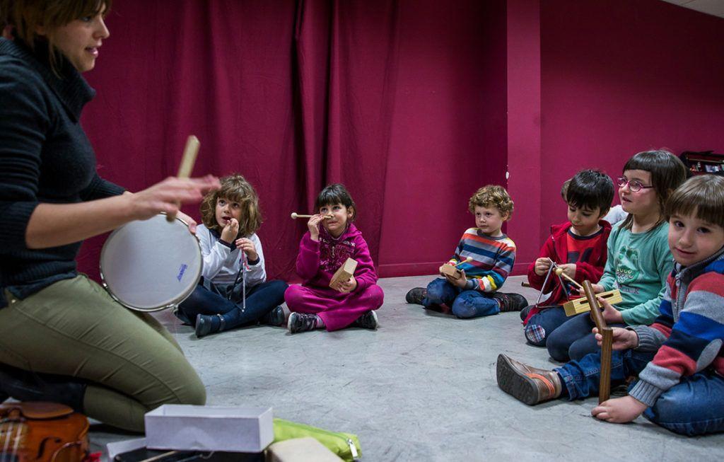 ¿De qué Cuerda Bass?, clases grupales de violín y violonchelo (para niños de 4 y 5 años) Teatro de las Esquinas